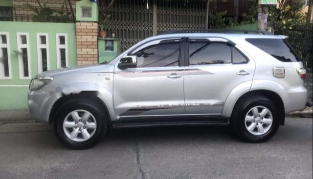 Bán ô tô Toyota Fortuner năm 2011, màu bạc