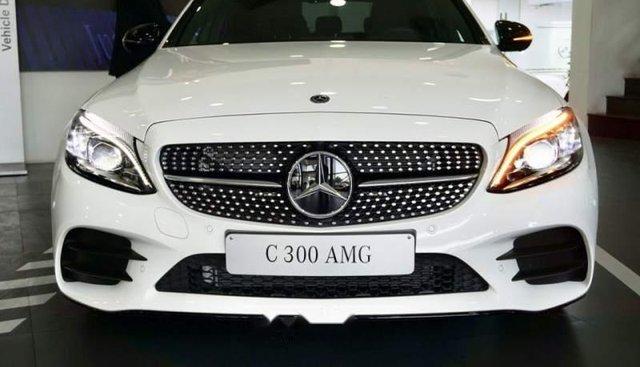 Cần bán Mercedes C300 AMG Facelift 2019, màu trắng
