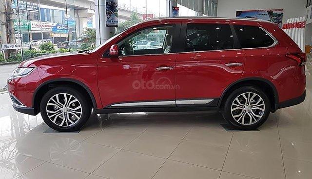 Bán xe Mitsubishi Outlander 2.0 CVT Premium 2019, màu đỏ, giá tốt