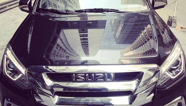 Bán ô tô Isuzu mu-X 3.0AT 4x4 2 cầu form 2019, ưu đãi sốc tới 150 triệu, vay trả góp 90%