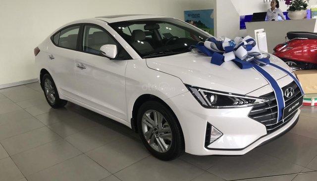 Bán Hyundai Elantra 1.6AT trắng giao ngay, tặng bộ pk cao cấp, hỗ trợ vay trả góp LS ưu đãi, LH 0903175312