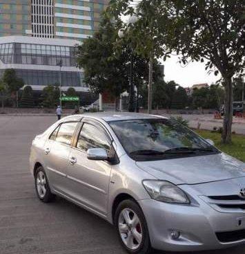 Gia đình bán Toyota Vios năm 2010, màu bạc, máy êm
