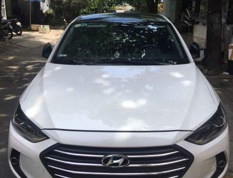 Bán Hyundai Elantra sản xuất năm 2017, màu trắng, xe gia đình