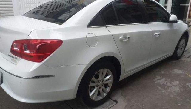 Cần bán xe Chevrolet Cruze năm sản xuất 2018, màu trắng số sàn