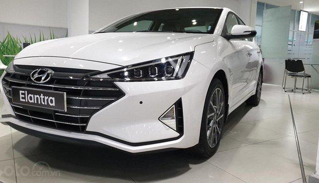 Hyundai Elantra 2019 tặng kèm gói phụ kiện 40tr, LH: 0932076619