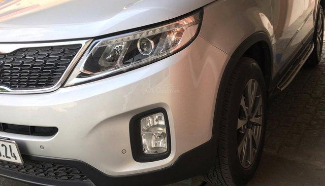 Cần bán Kia Sorento sx 2015, màu bạc, giá chỉ 620 triệu, xe ít đi còn rất mới