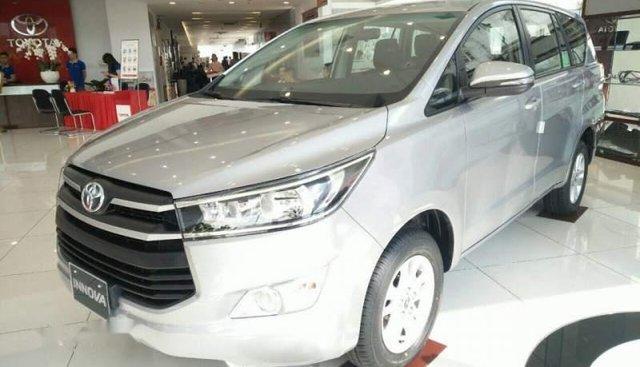 Bán Toyota Innova 2019, màu xám