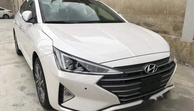 Bán xe Hyundai Elantra 2.0AT sản xuất năm 2019, màu trắng