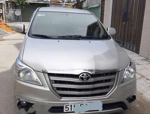 Cần bán Toyota Innova 2.0E 2015, màu bạc