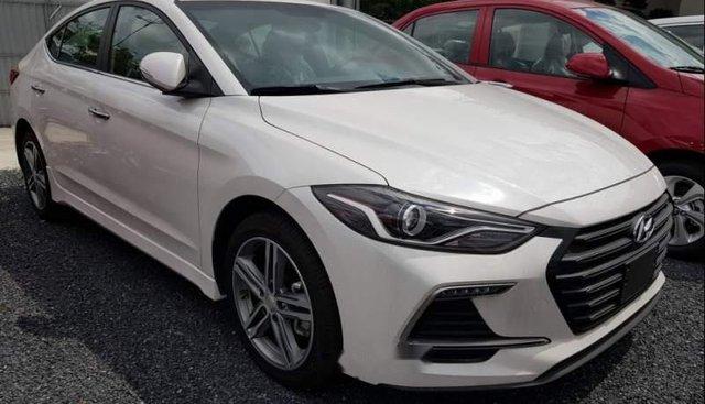 Bán xe Hyundai Elantra đời 2019, màu trắng giá cạnh tranh