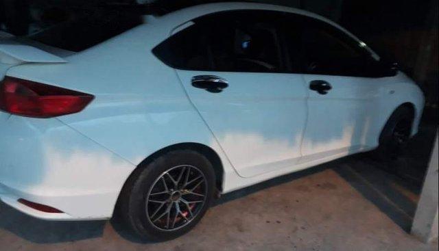 Bán ô tô Honda City năm sản xuất 2016, màu trắng xe gia đình