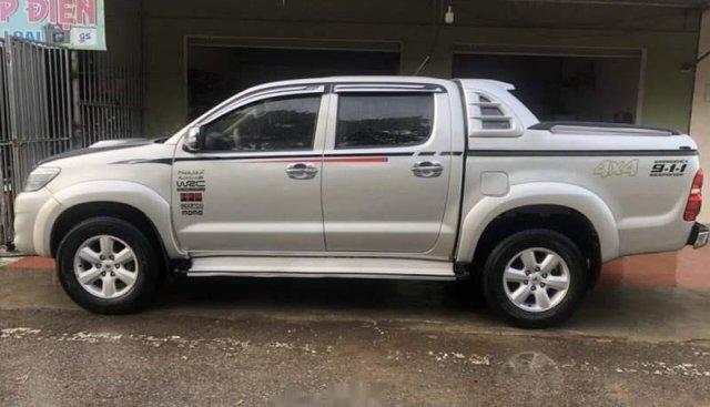 Bán Toyota Hilux đời 2012, màu bạc, xe nhập số sàn