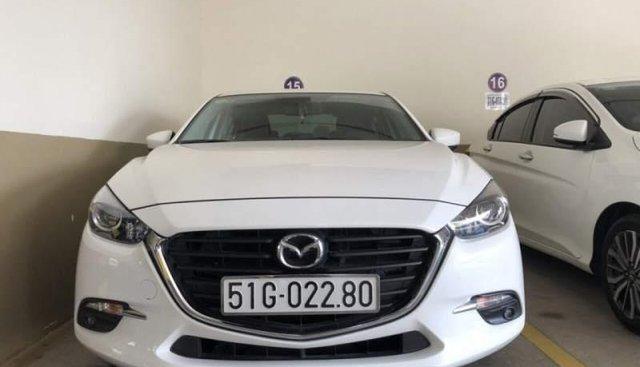 Cần bán Mazda 3 đời 2018, màu trắng, xe nhập như mới