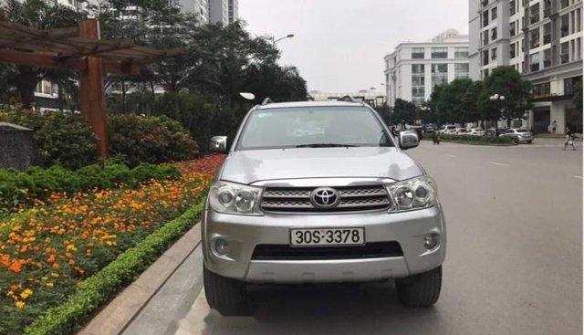 Bán xe Toyota Fortuner G đời 2010, màu bạc như mới, giá 568tr