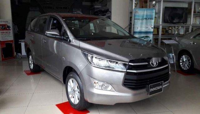Bán Toyota Innova năm sản xuất 2019, màu bạc, giá tốt