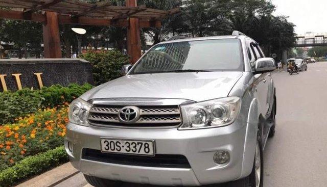 Bán Toyota Fortuner G sản xuất 2010, màu bạc, chính chủ