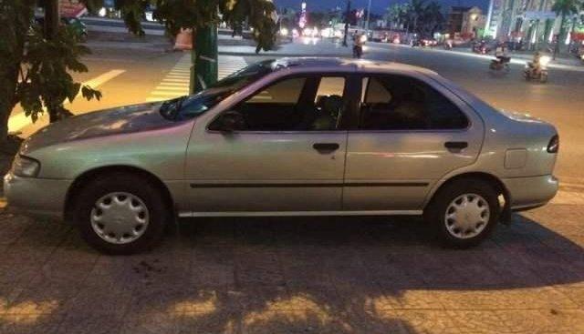 Cần bán xe Nissan Sunny sản xuất năm 1996, màu bạc, nhập khẩu