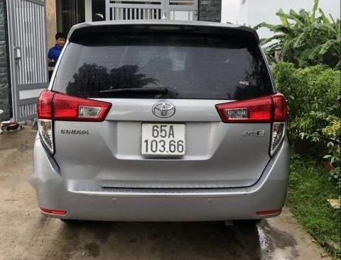 Bán xe Toyota Innova đời 2016, màu bạc chính chủ