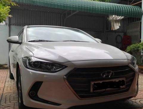 Bán Hyundai Elantra sản xuất năm 2016, màu trắng, nhập khẩu xe gia đình