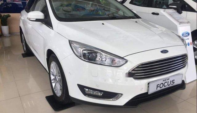 Bán Ford Focus năm sản xuất 2019, màu trắng, giá chỉ 710 triệu