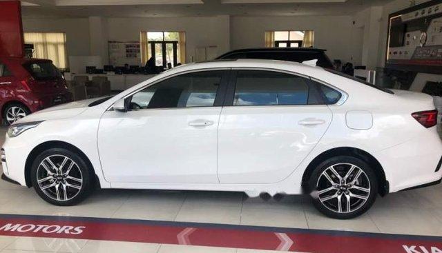 Bán Kia Cerato 2019, màu trắng, nhập khẩu