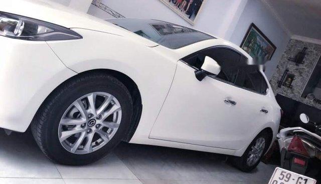 Bán Mazda 3 năm 2016, màu trắng xe gia đình