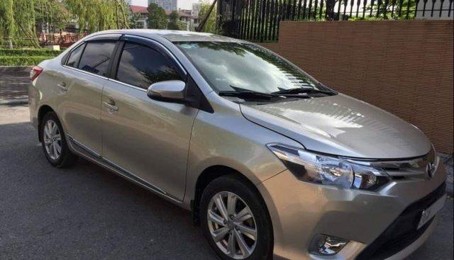 Bán gấp chiếc Toyota Vios E, sản xuất cuối 2014, số sàn, màu vàng cát