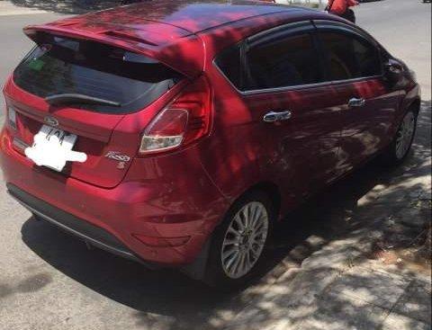 Bán xe Ford Fiesta sản xuất 2017, màu đỏ còn mới