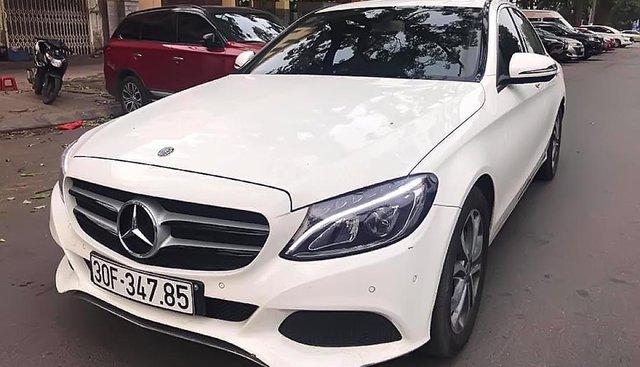Cần bán lại xe Mercedes C200 đời 2017, màu trắng, đăng kí 2017