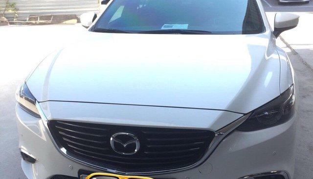 Bán Mazda 6 2.5 Premium đời 2017, màu trắng xe rất đẹp