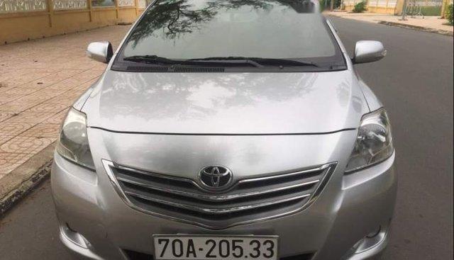Bán Toyota Vios đời 2011, màu bạc số sàn, máy êm