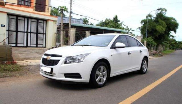 Cần bán Chevrolet Cruze đời 2011, màu trắng như mới