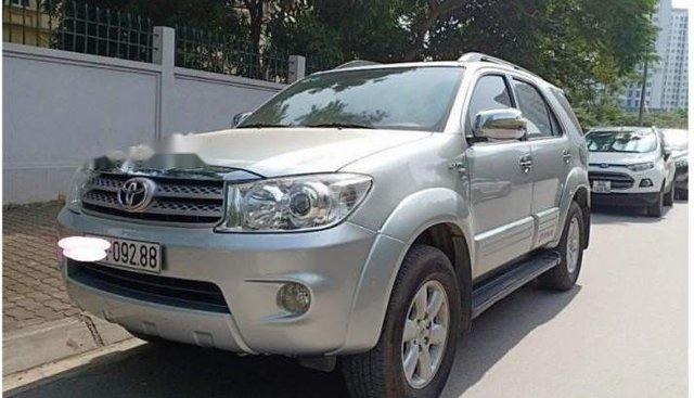 Bán xe Toyota Fortuner V AT 2010, màu bạc, chính chủ