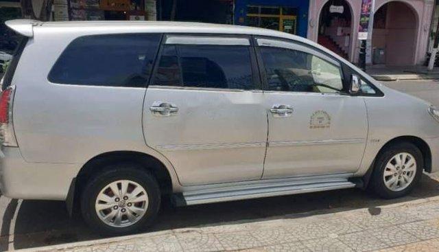 Bán xe Toyota Innova sản xuất năm 2010, màu bạc, 330tr.