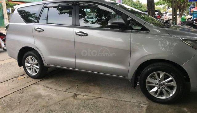 Cần bán xe Toyota Innova 2017 số sàn màu bạc