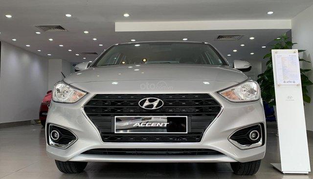 Bán Hyundai Accent 1.4 MT Base màu bạc, xe giao ngay, nhiều quà khuyến mãi