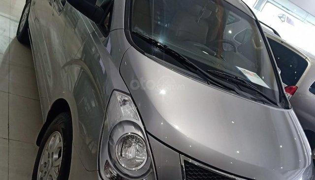 Bán xe Hyundai Starex 2.5D MT 9 chỗ 2013, màu bạc, xe nhập, giá tốt