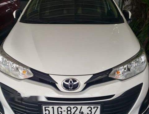 Bán Toyota Vios E MT 2018 số sàn, màu trắng, form đời mới 2019, đi lướt 20.000km
