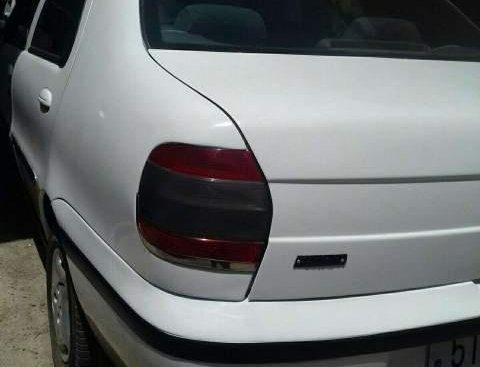 Cần bán Fiat Siena đời 2003, màu trắng, nhập khẩu nguyên chiếc, giá chỉ 79 triệu