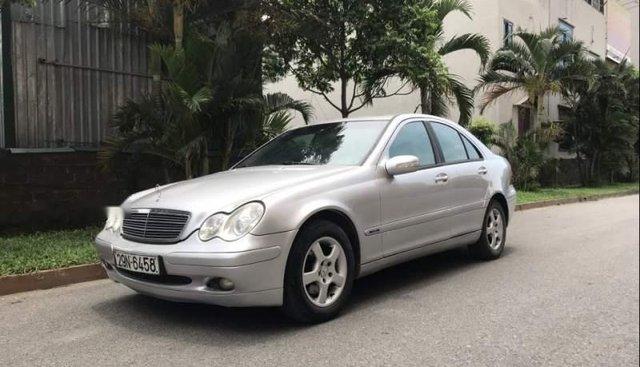 Cần bán xe Mercedes C200 Kompressor sản xuất năm 2001, màu bạc, giấy tờ chính chủ, biển Hà Nội