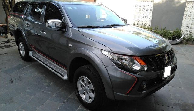 Cần bán xe Mitsubishi Triton 2017 số tự động, máy dầu, màu xám, biển tp