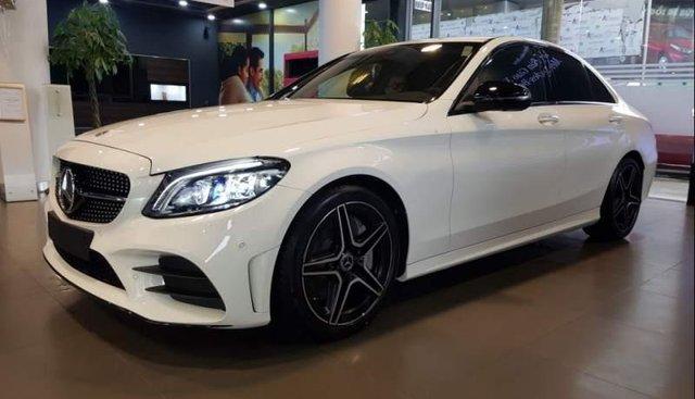 Bán xe Mercedes C300 sản xuất 2019, màu trắng