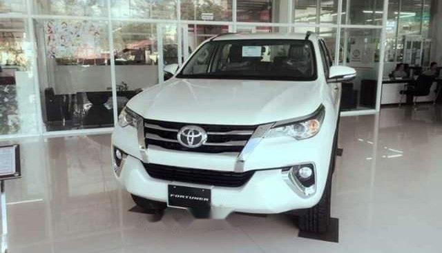 Bán ô tô Toyota Fortuner 2.4L 2019, màu trắng, xe có sẵn giao ngay