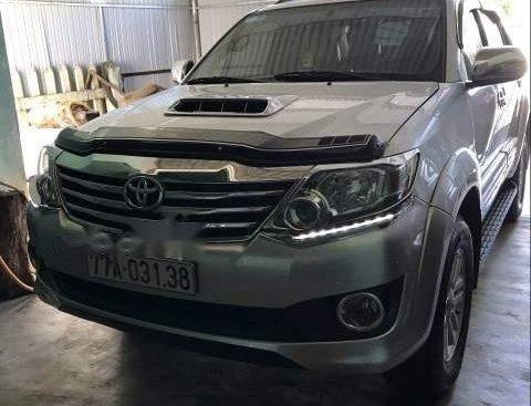 Cần bán gấp Toyota Fortuner 2014, màu bạc, nhập khẩu, xe gia đình