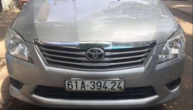Cần bán gấp Toyota Innova 2.0 đời 2013, màu bạc, xe gia đình