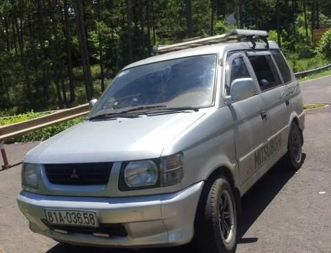 Cần bán Mitsubishi Jolie đời 2001, màu bạc, xe đẹp, máy êm