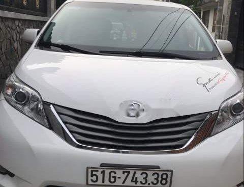 Cần bán Toyota Sienna đời 2013, màu trắng, full đồ chơi