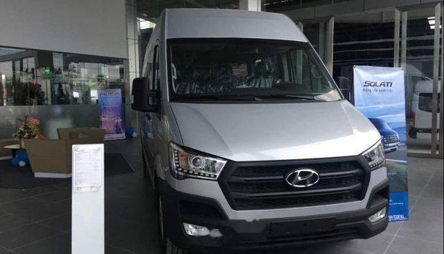 Bán Hyundai Solati 2019 bạc có sẵn giao ngay, kèm quà tặng