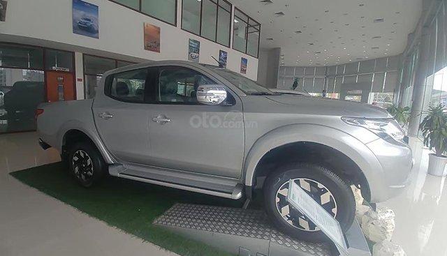 Bán Mitsubishi Triton 4x2 AT năm 2019, màu bạc, nhập khẩu Thái Lan