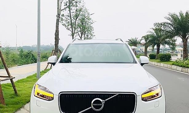 Bán Volvo XC90 T6 2.0 AT đời 2016, màu trắng, nhập khẩu nguyên chiếc chính chủ